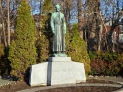 Statue von Andre Bessette, der viel zum Bau des jetzigen Oratorium beigetragen hat