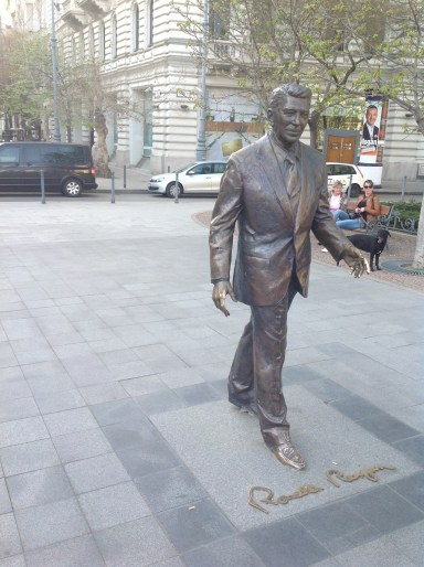 Yes Ronald Reagan statue is in the main square?