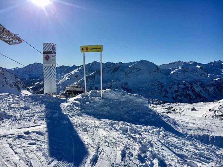 Mit S7 sind die anspruchvollsten und längsten Skipisten von den höchsten Bergstationen in Obertauern gekennzeichnet: Zehnerkarbahn, Hundskogelbahn, Panoramabahn, Gamsleitenbahn 2, Plattenkarbahn, Schaidbergbahn und Seekareckbahn.