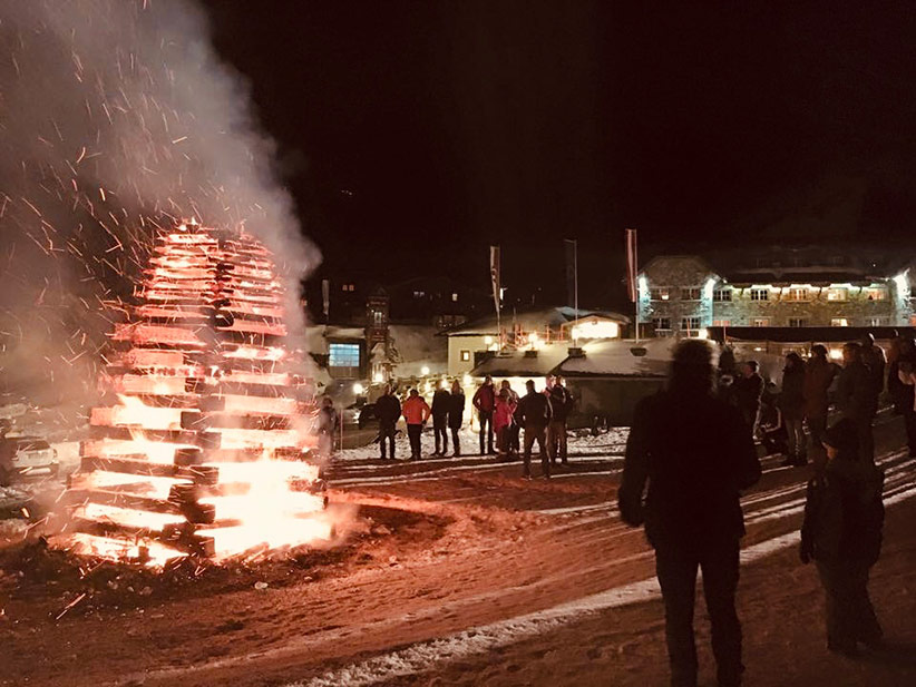 Traditionelles Osterfeuer in Obertauern