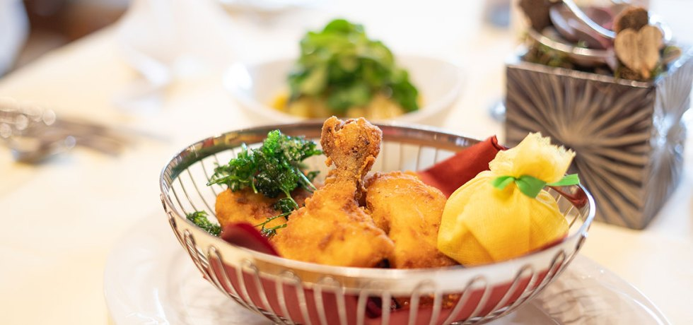 """Obertauern-Gäste lieben es: Backhendl nach Hotel Das Seekarhaus-Art. Hier gibt es das """"Backhendl Seekarhaus""""-Rezept zum Nachkochen für zu Hause."""