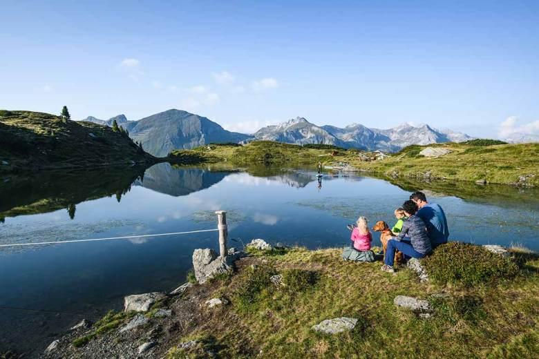 Obertauern-Hüttenwanderung. Über den Krummschnabelsee auf die Hochalm. Foto: TVB Obertauern