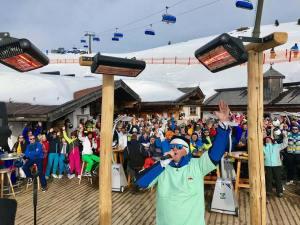 Bereits 2019 brachte Franky Leitner am Rosenmontag Karnevalsstimmung auf die Hochalm.