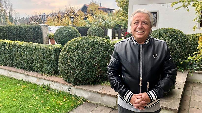 """Hermann Pascha im Interview. Dem """"Die gute Laune""""-Magazin hat er erzählt, wie es ihm gesundheitlich geht und ob und wo man ihn wieder am Pokertisch sehen kann."""