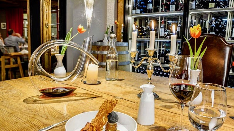 Exklusiv essen in Obertauern: Von Donnerstag bis Sonntag bietet das Abstraktum by Hotel Das Seekarhaus Fine-Dine-Genüsse auf höchstem Niveau. Reservierung erforderlich. Exklusiv für ein bis sechs Personen.