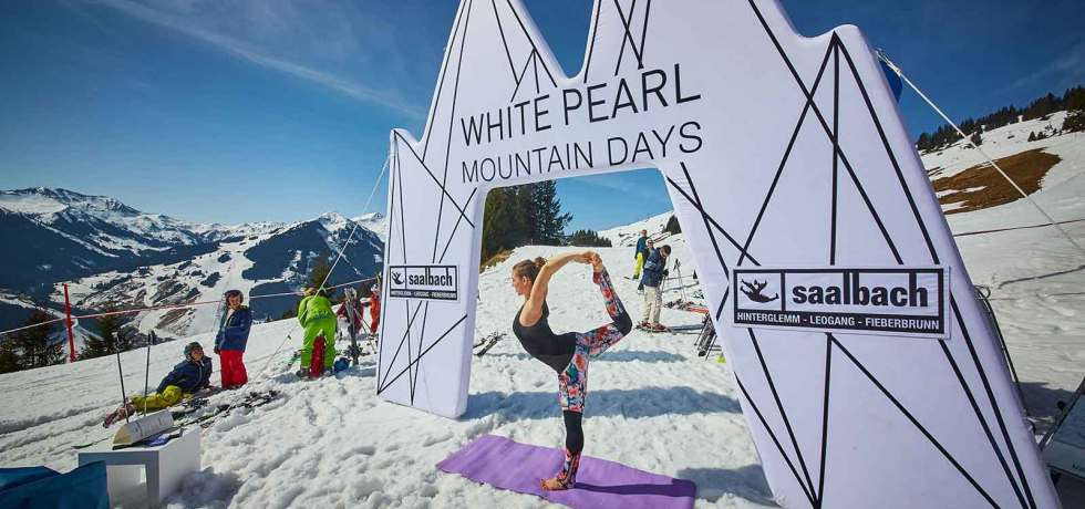 "Die ""White Pearl Mountain Days"" laden mit chilligen Tunes, feinster Kulinarik und alpinem Lifestyle zum Saisonausklang in den Skicircus Saalbach Hinterglemm Leogang Fieberbrunn. 