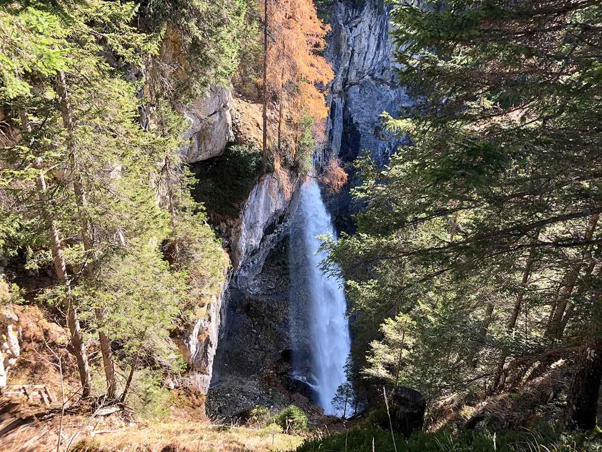 Der Johanneswasserfall in Obertauern ist das ganze Jahr über einen Besuch wert. Im Sommer gilt er als Kühle spendender Kraftplatz, im Winter beliebt bei Schneeschuhwanderer und Eiskletterer. Foto: Kitzenegger