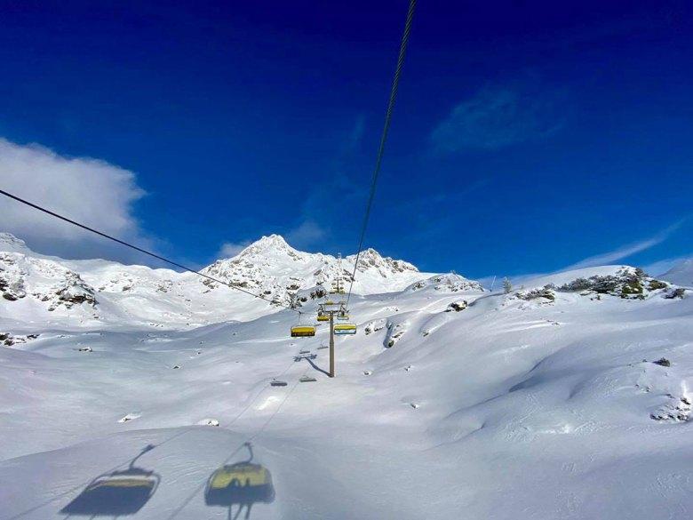 Obertauern im Januar 2021: Das Skigebiet präsentiert sich mit besten Schneeverhältnissen. Genießen dürfen dies Skifahrer jedoch weiterhin nur bei einem Tagesausflug. Foto: Kitzenegger