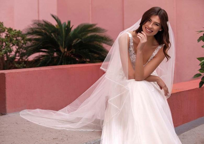 """Brautkleider im Romantik-Stil, wie etwa das Modell ELM von White One, machen nicht nur den den Moment des """"Ja-Sagens"""" zum emotionalen Highlight. Foto: Pronovias"""