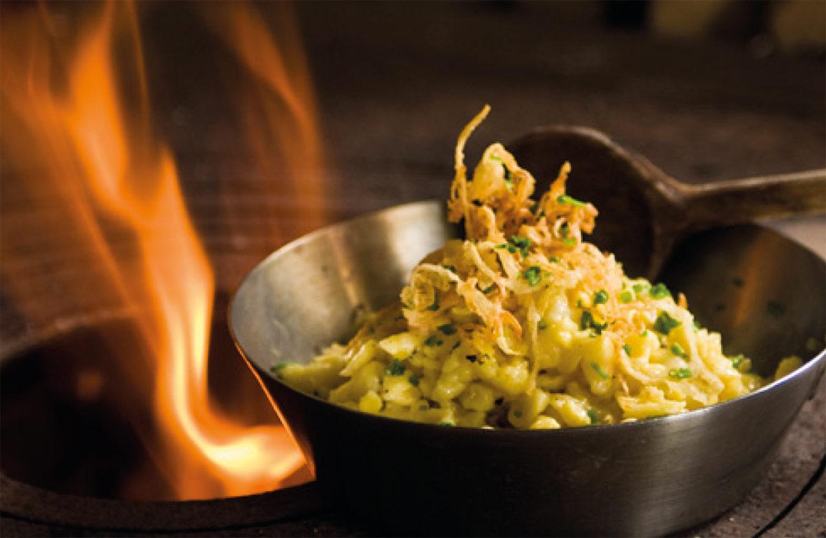Kasnocken – Rezept Kasnocken nach Salzburger Art von Haubenkoch Stefan Fischer, Chef de Cuisine vom Fünf-Sterne-Hotel Das Seekarhaus in Obertauern. Foto: Hotel Das Seekarhaus