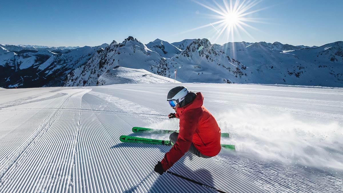 """""""Take me back on skis"""" heißt es heuer in Obertauern zu Beginn der Wintersaison. Mit diesem Angebot wird der Wiedereinstieg in das Skifahren erleichtert. Foto: TVB Obertauern"""