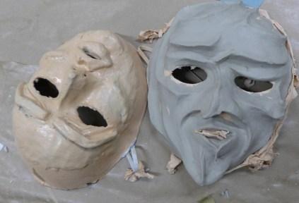 Foto: Masken auf dem Arbeitstisch