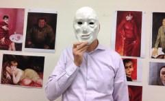Foto: Mann mit Maske