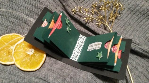 verschiedene weihnachtliche Teesorten im Inneren