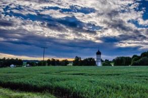 Foto vonLandschaft mit Kirche Horgau.