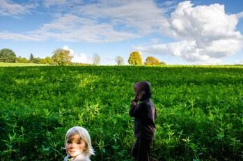 Foto von Bela und Luia auf einem Spaziergang in Horgau.