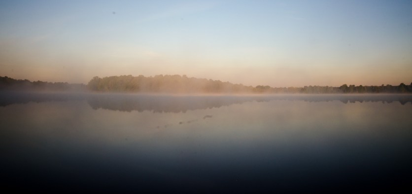 Foto vom Olbasee im Nebel.