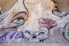 Foto von einem Grafiti in Alicante das ein surrealistisches Bild zeigt.