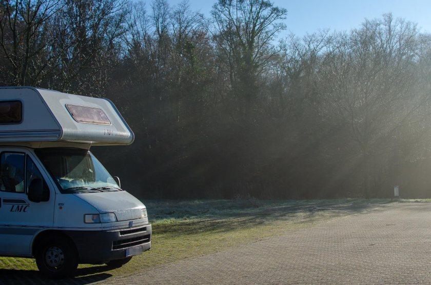 Foto von einem Wohnmobil auf einen Parkplatz in Pforzheim.