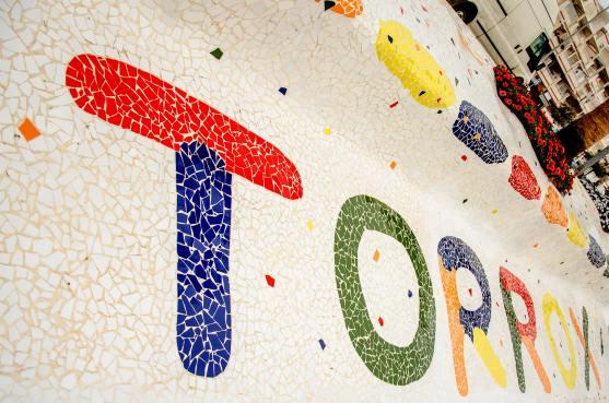 Foto von dem Schriftzug Torrox aus Mosaik.