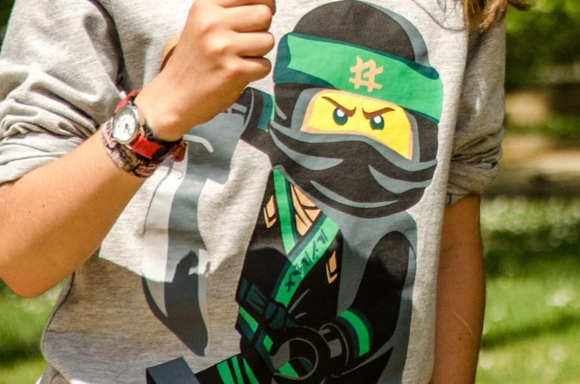 Shirt mit Lego Ninjago Aufdruck.
