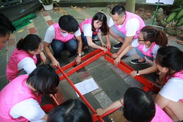 Team building mê cung gỗ