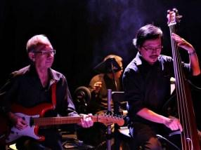 Đặng Bình (guitare) & Xuân Sơn (contrebasse)