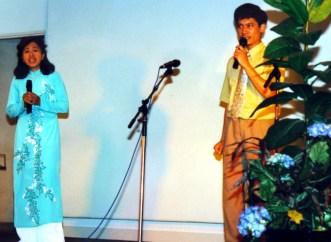 Mẹ (nhạc & lời : Nguyễn Linh Diệu, trình bày : Linh Chi & Linh Quang)