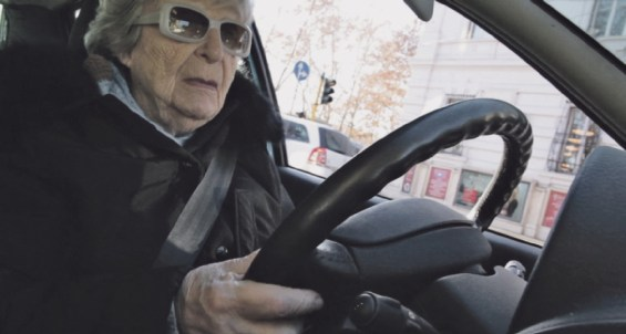 European Grandma on the road, crossing Europe. Foto Alenka Maly