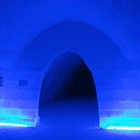 Dampfende Teller im Eistunnel