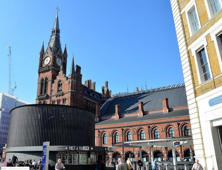 Vorplatz am King's Cross mit Blick auf St. Pancras