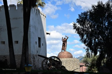 Alte Feste mit Blick auf das Denkmal