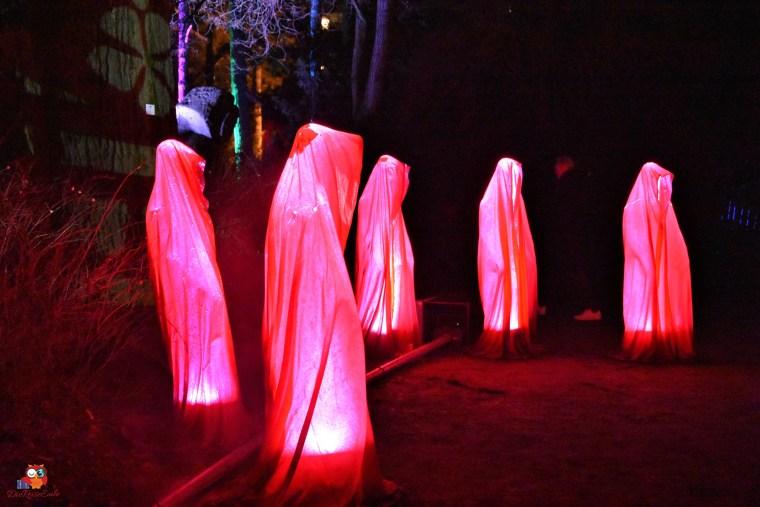 Mönche, Lichtinstallation bei den Winterlichtern im Frankfurter Palmengarten