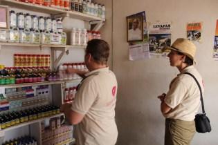 Op bezoek in de 'vet shop' van dierenverzorger Johannes