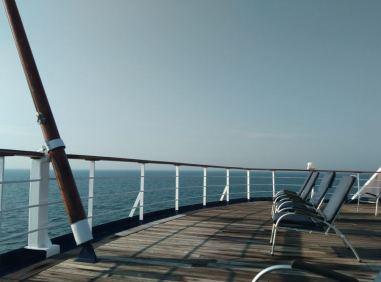 Sonne und Meer auf dem Bootsdeck
