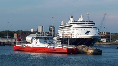 Red Funnel Fähre und Vasco da Gama