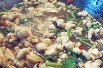 Knoblauchhuhn Proviant Segel und Campingküche