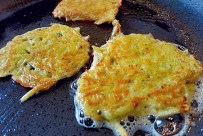 Kartoffel-Gemüsepuffer mit Kräuterquark Segle rezept Bordküche