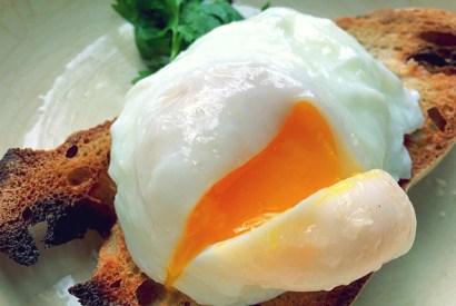 Acorda-Alentejano Brotsuppe mit Ei auf Brot