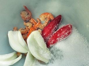 Gewürze mischen für Som Tam Thai