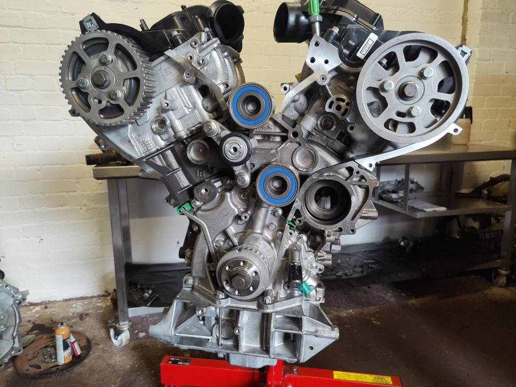 Land Rover engine rebuild