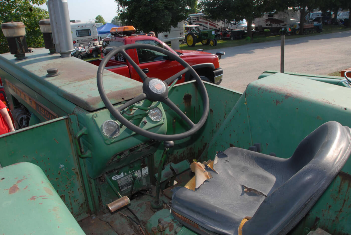 Tractor Talk: Jimmy Screamin' at Ollie—1963 Oliver 1900 GM 4×4