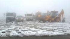 Schnelle Hilfe bei Schnee. Gush-Kreuzung