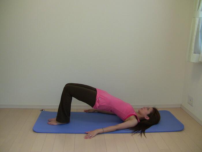 脚痩せに効果的なピラティス 4選