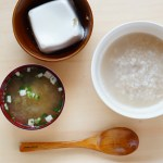 ファスティング回復食二日目昼、お粥と味噌汁、お豆腐