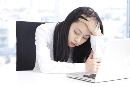仕事に疲れた女性