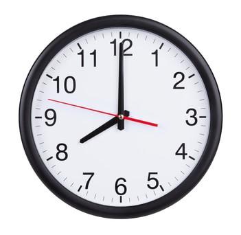 8時を指す時計