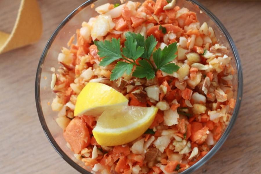 Découvrez une salade vitaminée à base de radis noir et carottes