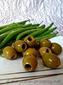 makaron z fasolką i oliwkami