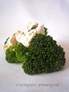brokuły w sosie serowym